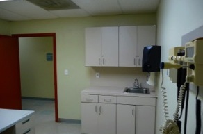 Dr office for rent with exam rooms Miami Gardens